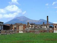 Le Forum et le Vésuve en arrière-plan, Pompéi