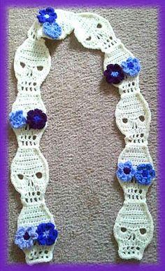 Ravelry: EmJuarez's Creme Skull Motif scarf with purple flowers. Pattern for skull here: http://www.sharalambethdesigns.com/2011/08/skull-crochet-pattern.html.  ☀CQ #crochet #halloween #pumpkin #jackolantern #crafts #DIY