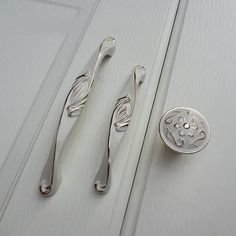 vintage kitchen furniture cupboard cabinet closet door knobs