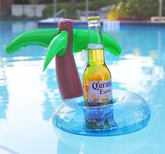Are you a Pool or beach lover and want to enjoy your drinks there? Then you must try our Beach Cup Holder to double your enjoy at the beach or by the pool. Summer Pool, Beach Pool, Pool Fun, Floating Drink Holder, Floats Drinks, Beach Cups, Cool Pool Floats, Inflatable Pool Toys, Pool Accessories