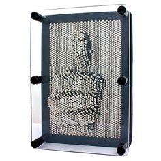 Tablou Pin Art - Mindblower Creeaza modele 3D cu o simpla atingere. Arta moderna pentru biroul tau. 20cm x 15cm si peste 2000 de ace metalice