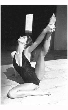 Charlotte Rampling - vogue - July 1976 Photo Helmut Newton