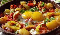 Lečo s bramborami a uzeným z jedné pánve Eggs, Breakfast, Food, Morning Coffee, Meal, Egg, Essen, Hoods, Meals