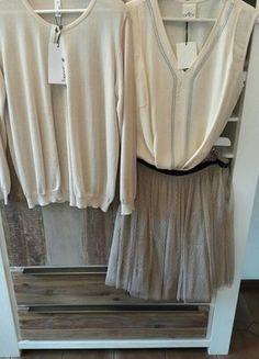 Kaufe meinen Artikel bei #Kleiderkreisel http://www.kleiderkreisel.de/damenmode/knielange-rocke/147713738-super-paket-preis-tullrock-mit-edler-bluse-kurzarm-und-cardigan