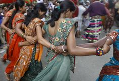Tribal dancers from the western Indian state of Gujarat perform at a rally to mark International Day of the World's Indigenous People, in New Delhi, India. The word 'tribal' is a collective term for many indigenous people in India. (AP) « Day in Photos World Indigenous Day, Indiana, Bollywood, India People, International Day, Sari Silk, Single Women, Single Ladies, People Of The World