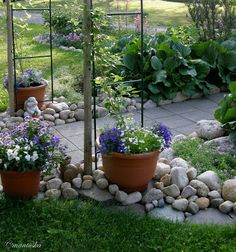 Heinäseipäät portin tukena Garden, Backyard, Plants, Landscaping With Rocks, Dream Garden, Landscape, Outdoor, Garden Art, Flower Garden Design