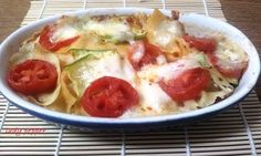 Lasagne di pane carasau Deconstructed lasagne This recipe uses a thin type bread(pita, or similar), instead of the usual lasagne noodles. Delicious Recipes, Yummy Food, Dal Recipe, Recipe Using, Noodles, Pasta, Stuffed Peppers, Bread, Type