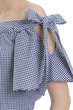Blusa y manga campanaLaço Vichy Atrani Kurti Sleeves Design, Sleeves Designs For Dresses, Sleeve Designs, Blouse Styles, Blouse Designs, African Fashion Dresses, Fashion Outfits, Diy Clothes, Dress Patterns