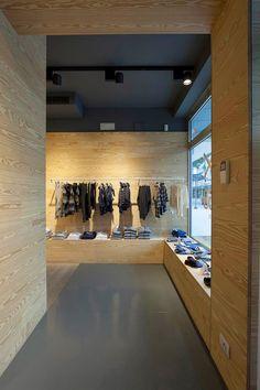 store by C Architetti, Jesolo Italy store design Visual Merchandising, Boutique Interior, Interior Decorating, Interior Design, Retail Interior, Branding, Retail Space, Shop Interiors, Design Furniture