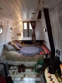 Bus Living, Living Spaces, Canal Boat Interior, Narrowboat Interiors, Boat Decor, English Decor, Cozy Corner, Cozy Place, Environment Design