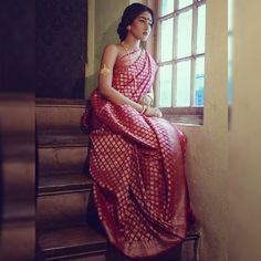 15 Gorgeous designer sarees suitable for a Bengali bride Baluchari Saree, Bengali Saree, Saree Poses, Bengali Bride, Bengali Wedding, Indian Silk Sarees, Indian Bridal, Banarsi Saree, Bride Indian