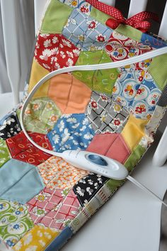 cute Heating Pad Cover by Pleasant Home - great idea! Could use old cutter quilts for the cover too. Sewing Hacks, Sewing Tutorials, Sewing Patterns, Sewing Ideas, Quilting Projects, Sewing Projects, Quilting Ideas, Crafty Projects, Fabric Crafts