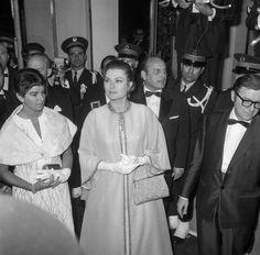La princesse Grace de Monaco arrivant à la soirée d'ouverture du Festival de Cannes, France le 10 mai 1968.