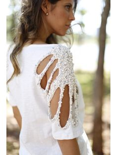 Blusa com Pérolas Bordadas...OMG beautiful. Imagine is in the wedding theme and color. Simple but elegant
