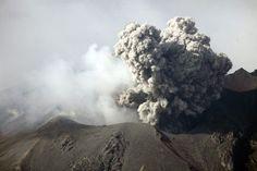 December 28, 2009 - Ash (Grey) cloud following explosive Vulcanian eruption, Sakurajima Volcano, Japan Poster Print (34 x 23)