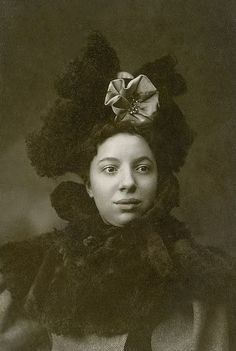 +~+~ Antique Photograph ~+~+  Beautiful African American Woman in a stunning hat and fur collar.: