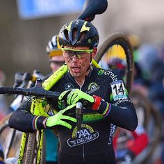 Sven Nys raising his arms at the 2015 Hasselt World Cup by oakleybike  : @tdwsport