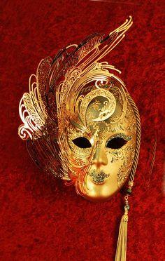 Cignetta, small Venetian mask