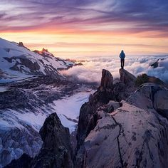 Catching the sunset from Mount Rainier #Washington  Photo: @bejamin #wildernessculture