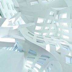 Frank Gehry: Cleveland Clinic Lou Ruvo Center for Brain Health, Inside vision of interior main space. Architecture Parisienne, Paris Architecture, Contemporary Architecture, Amazing Architecture, Architecture Details, Historical Architecture, Frank Gehry, Fondation Louis Vuitton, Arquitectura Wallpaper