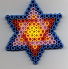 Stern Bügelperlen/  Star perler beads Beading Patterns, Color Patterns, Beading Ideas, Hama Beads, Crafty Projects, Projects To Try, Bead Crafts, Arts And Crafts, Jewish Crafts