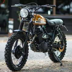 As the world's largest producer of motorcycles, it comes as no surprise that Honda cafe racers are commonplace. Here are our Top 10 Honda Cafe Racer picks. Honda Scrambler, Scrambler Cafe Racer, Motos Honda, Cafe Racer Bikes, Cafe Racer Motorcycle, Honda Motorcycles, Women Motorcycle, Yamaha Tw200, Suzuki Cafe Racer