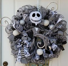 Halloween Wreaths Are A Thing Now, And They're Creepily Awesome | Bored Panda                                                                                                                                                                                 More