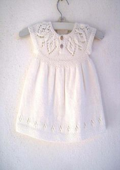 """Ravelry: Jasmine Dress pattern by Suzie Sparkles"", ""Til lillesøster og storesøster"", ""This post was discovered by Snu"" Knitting For Kids, Baby Knitting Patterns, Baby Patterns, Free Knitting, Crochet Patterns, Dress Patterns, Pattern Dress, Simple Dresses, Cute Dresses"