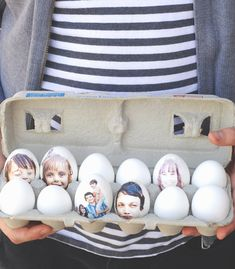 DIY Photo Print Easter Eggs by adhering your family photos onto Easter eggs. It will make you smile. Use the photos as seating cards for Easter Read More on Say Hello. Kids Crafts, Easter Crafts, Holiday Crafts, Holiday Fun, Easter Egg Pictures, Party Fiesta, Cute Diy Projects, Diy Ostern, Easter Celebration