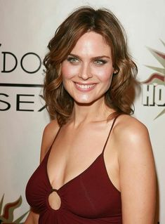 Watch Best Collection with 33 high quality Emily Deschanel sexy pics. Professional and amateur Emily Deschanel Nude Photos HD. Emily Deschanel, Brunette Woman, Brunette Hair, Amy Adams, Beautiful Celebrities, Beautiful Actresses, Jessica Day, Most Beautiful, Beautiful Women