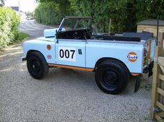 I like old Series Rovers and I like the Gulf racing graphics . . . but I don't think they go together . . . at least not the way they did it.