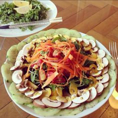 Arugula/Carrots/Tomatoes/Bellpepper/Mushrooms/Cucumber on a Beet Root Carpaccio drizzled with curry-lime dressing. I'm in veggie-heaven! :)