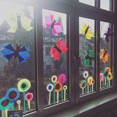 Heute ist nun auch bei uns im Klassenzimmer der Frühling eingezogen ☀️ Vielen Dank an @fraulocke_grundschultante für die tolle Vorlage! #springishere #frühling #spring #fensterdeko #blumen #schmetterling #blumenwiese #kandinsky #basteln #bastelnmitkindern #kunst #kidsart #grundschulideen #grundschule #primary #primaryschool #grundschulleben #grundschulalltag #teacherlife #happyteaching #happyteachingcommunity #proudtobeateacher #instateacher #teachersofinstagram
