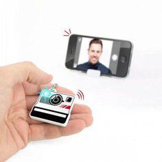 Selfieme - ist ein Selfie Auslöser-Set und lässt sich durch Bluetooth mit iOS und Android Smartphones verbinden. Für alle die bishereinen Selfie-Stick mitgeschleppt haben.