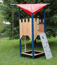 Elegant Kinderhaus mit H ngematte Kletterwand im Garten Treehouse and yard ideas for Niklas Pinterest Playhouses Kid garden and Garden ideas