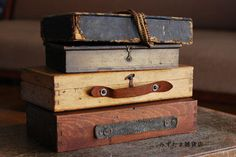 明日2/27(日)~3月7日(日)に集中?展示販売する『木箱』小さい木箱もあります。 (絵の具箱の中身 左(仕切りなし):上の写真の下から二番目 右:(仕切り…