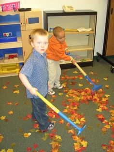Fall Dramatic Play - gross motor: raking up leafs Preschool Centers, Fall Preschool, Preschool Classroom, Classroom Activities, Learning Activities, Preschool Activities, Kindergarten, Dramatic Play Area, Dramatic Play Centers