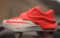"Nike KD 7 ""Egg Nog"" (Christmas Pack) I need these now! Kd Shoes, Sock Shoes, Cute Shoes, Me Too Shoes, Hypebeast, Kd 7, Kevin Durant Shoes, Sneakers Fashion, Sneakers Nike"