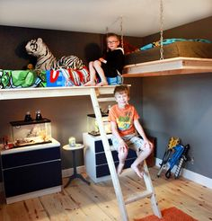 loft bed hanging bunk bed suspended bed hanging bed This site has TONS of DIY ideas for EVERYTHING home decor related. Safe Bunk Beds, Cool Bunk Beds, Bunk Beds With Stairs, Kids Bunk Beds, Loft Beds, Suspended Bed, Murphy-bett Ikea, Modern Murphy Beds, Hanging Beds
