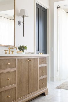 If you have a small bathroom in your home, don't be confuse to change to make it look larger. Not only small bathroom, but also the largest bathrooms have their problems and design flaws. Oak Bathroom Vanity, Wood Vanity, Master Bathroom, Gold Bathroom, Bathroom Bin, Vanity Cabinet, Bathroom Cabinets, Cabinet Doors, Mosaic Bathroom