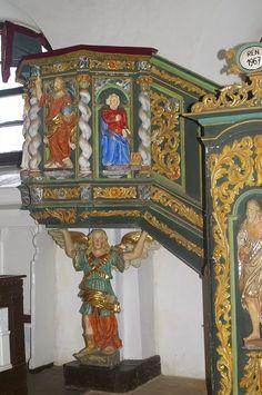 Ambona barokowa -  ufundowana w 1701 roku przez Georga Dietricha von der Groeben, jest dziełem Izaaka Riga z 1694 roku. Na drzwiach płaskorzeźba Jana Chrzciciela, obok po lewej stronie apostoł Piotr. Na przedpiersiu figury Jezusa i ewangelistów. Cała ambona podtrzymywana jest przez anioła.  www.it.mragowo.pl