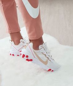 Cute Sneakers, Baby Sneakers, Red Sneakers, Cute Shoes, Sneakers Nike, Summer Dress Outfits, Girly Outfits, Vans Shoes Fashion, Basket Nike