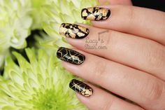 Going for gold! Autumnal gold & green nail art manicure http://www.lucysstash.com/2015/10/going-for-gold-autumnal-gold-green-nail-art-manicure.html