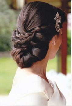 elegant low do for wedding #WeddingHairstyle