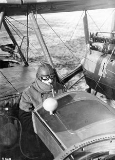 WWI; Gotha G V pilot using oxygen respirator apparatus. - Ron Eisele (@ron_eisele) | Twitter