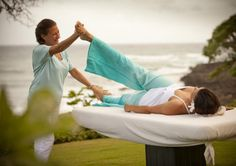 Sogar auf Hawaii ist die WaveMOTION-Behandlung schon angekommen. Im Turtlebay Ressort können die Gäste in den Genuss der tief entspannenden oszillierenden BEhandlung kommen.  http://www.turtlebayresort.com/sites/default/files/Nalu_WaveTable-1024x682.jpg