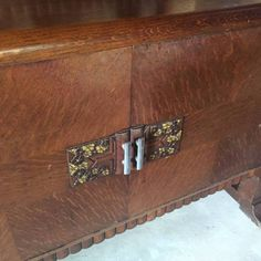 Lovely Art Deco sideboard with unusual floral decoration Silky oak, in good condition Measurements 195 W x 94 H x 49 cm D Four drawers in centre and two ..., 1112584538