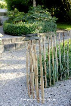 Gärten Mit Wasser   Kleiner Garten Mit Teich | Garten | Pinterest | Teiche,  Kleine Gärten Und Wasser