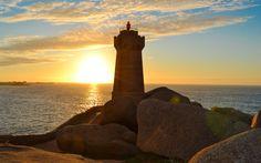 Phare de Ploumanac'h Sunset Paintings, Lighthouses, Statue Of Liberty, Celestial, Travel, Outdoor, Statue Of Liberty Facts, Outdoors, Viajes