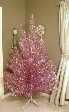 Tinsel Christmas Tree, Blue Christmas Decor, Tinsel Tree, Shabby Chic Christmas, Xmas Tree, All Things Christmas, Christmas Tree Decorations, Christmas Time, Vintage Christmas